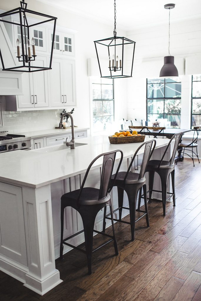Farmhouse White Kitchen. Farmhouse White Kitchen with black accents. Farmhouse White Kitchen. #FarmhouseWhiteKitchen #whitekitchenblackaccents #whitekitchen #blackandwhitekitchen