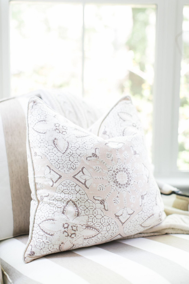 Neutral Pillows. Neutral pillow ideas. Neutral throw pillows are from One Kings Lane #neutralpillows #throwpillows #onekingslane Home Bunch Beautiful Homes of Instagram @finding__lovely