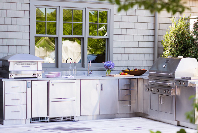 Gwyneth Paltrow's outdoor kitchen. Gwyneth Paltrow's Hampton's House. Outdoor Kitchen Layout Ideas. Outdoor Kitchen Layout. #OutdoorKitchen #OutdoorKitchenLayout #OutdoorKitchen Kalamazoo Outdoor GourmetIdeas