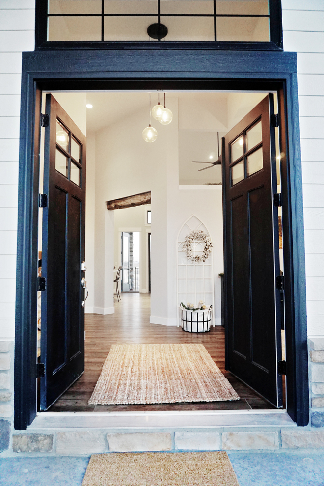 Sherwin Williams SW 6258 Tricorn Black. Sherwin Williams SW 6258 Tricorn Black. Black Door Paint Color Sherwin Williams SW 6258 Tricorn Black #SherwinWilliamsSW6258TricornBlack #SherwinWilliamsSW6258 #SherwinWilliamsTricornBlack #SherwinWilliams #BlackDoor #PaintColor Home Bunch's Beautiful Homes of Instagram @household no.6