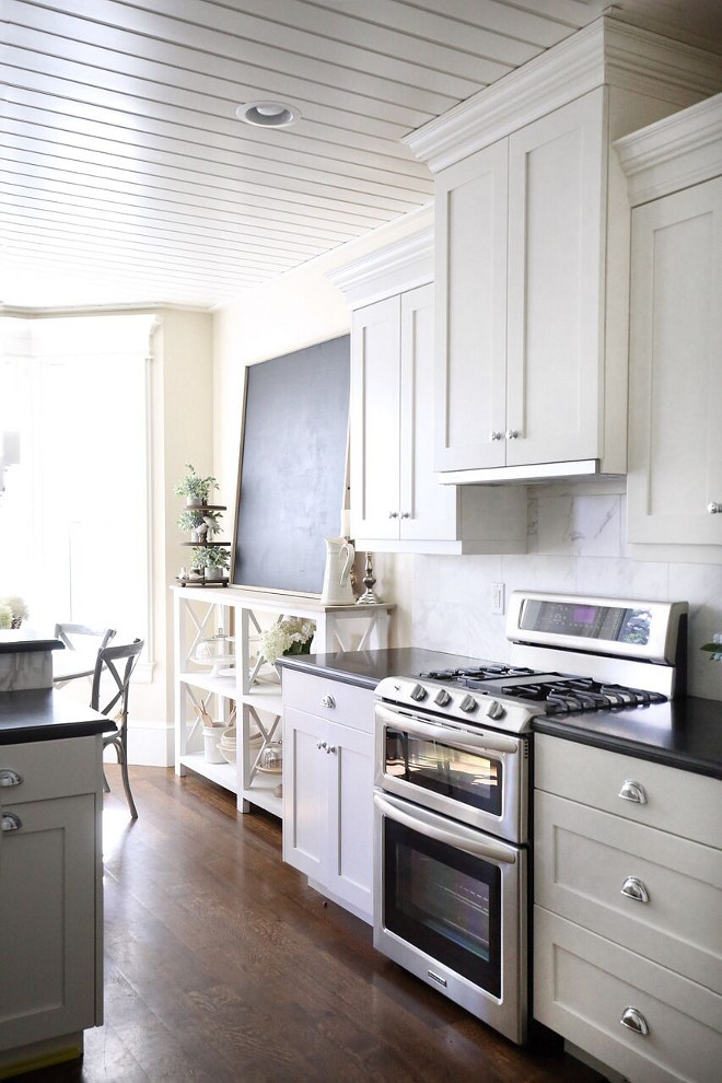 Benjamin Moore OC 17 White Dove Shaker Cabinets. Benjamin Moore OC 17 White Dove Shaker Cabinets Paint Color Benjamin Moore OC 17 White Dove Shaker Cabinets #BenjaminMooreOC17WhiteDove #ShakerCabinets #PaintColor Home Bunch's Beautiful Homes of Instagram @cambridgehomecompany