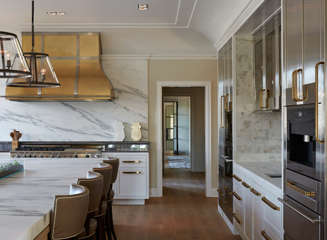 Brass Kitchen Hood with white marble slab backsplash. Brass Kitchen Hood with white marble slab backsplash ideas. Brass Kitchen Hood with white marble slab backsplash. Brass Kitchen Hood with white marble slab backsplash #BrassKitchenHood #BrassHood #KitchenHood #whitemarble #slabbacksplash Vicente Burin Architects