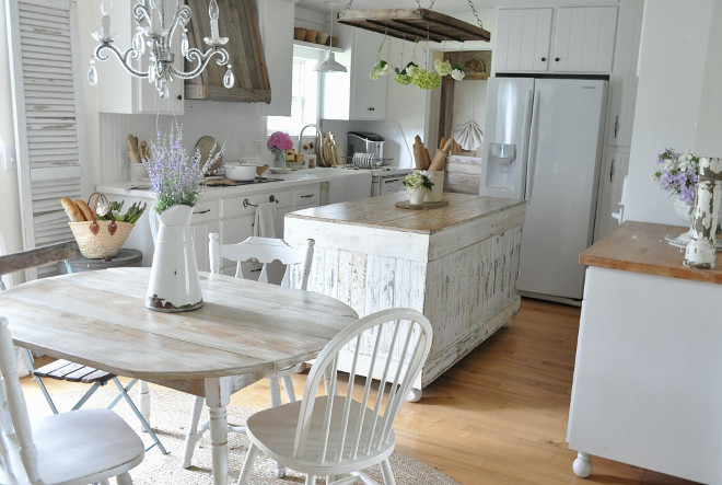 Country Farmhouse Kitchen. The cabinets and beadboard backsplash are painted in Valspar Kitchen Enamel White Bistro paint. #CountryFarmhouseKitchen #ValsparWhiteBistro #Enamel #kitchen #paintcolor Home Bunch's Beautiful Homes of Instagram @becky.cunningham.home