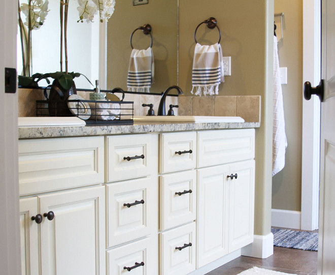Creamy white cabinet with granite countertop and rubbed oil bronze hardware. Home Bunch's Beautiful Homes of Instagram @AshleysDecorSpace_
