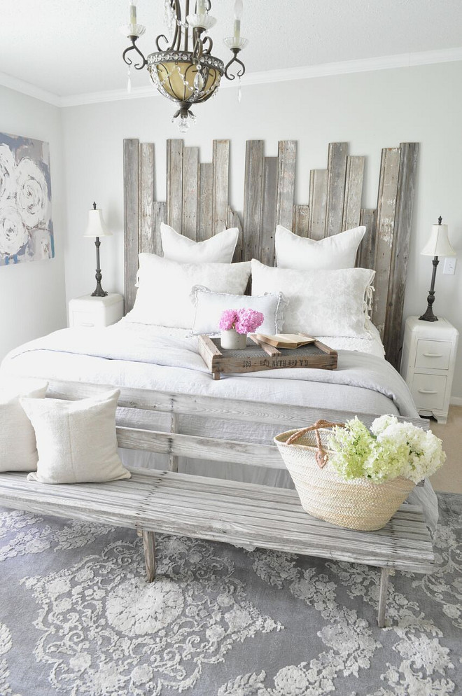 DIY Reclaimed Wood Headboard. DIY Reclaimed Wood Headboard. DIY Reclaimed Wood Headboard. DIY Reclaimed Wood Headboard #DIYReclaimedWoodHeadboard #ReclaimedWoodHeadboard Home Bunch's Beautiful Homes of Instagram @becky.cunningham.home