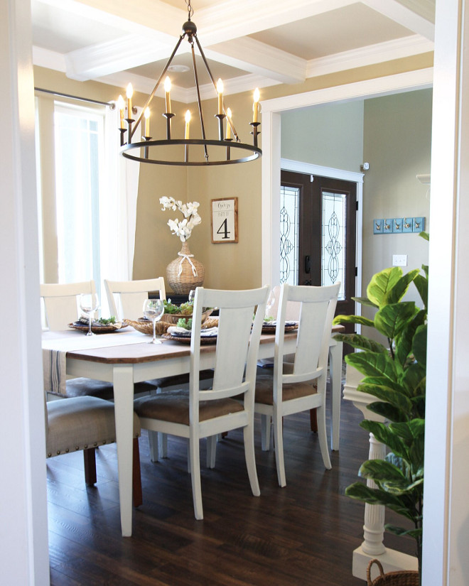 Dining Room Coffered Ceiling ideas #DiningRoom #CofferedCeiling #CofferedCeilingideas Home Bunch's Beautiful Homes of Instagram @AshleysDecorSpace_