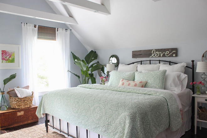 Farmhouse Bedroom with fresh summery decor. Farmhouse Bedroom with fresh summery decor. Farmhouse Bedroom with fresh summery decor #FarmhouseBedroom #summerydecor Home Bunch's Beautiful Homes of Instagram @laura_willowstreetinteriors
