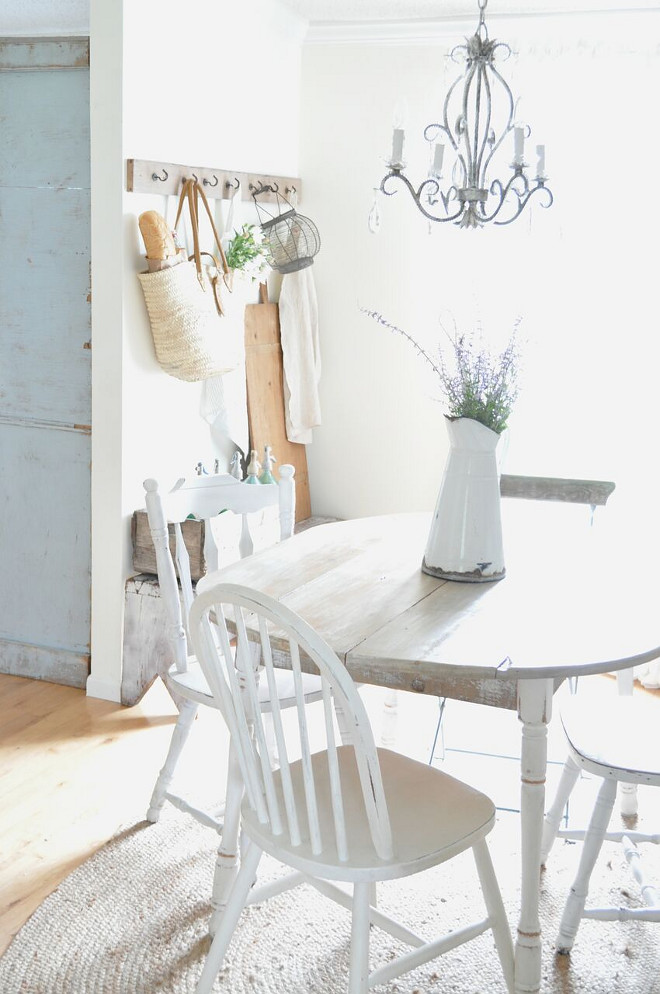 Farmhouse Breakfast Room. Farmhouse Breakfast Room. Farmhouse Breakfast Room. Farmhouse Breakfast Room #FarmhouseBreakfastRoom #Farmhouse #BreakfastRoom Home Bunch's Beautiful Homes of Instagram @becky.cunningham.home