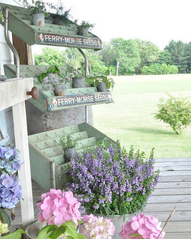 Farmhouse Front Porch Ideas.  Home Bunch's Beautiful Homes of Instagram @becky.cunningham.home