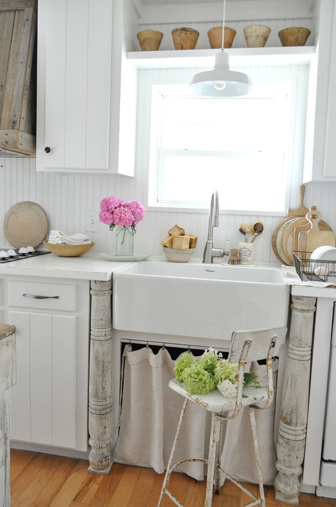 Farmhouse Kitchen Sink. Farmhouse Kitchen Sink Ideas. Farmhouse Kitchen Sink. Farmhouse Kitchen Sink. Farmhouse Kitchen Sink #FarmhouseKitchenSink #Farmhouse #Kitchen #Sink Home Bunch's Beautiful Homes of Instagram @becky.cunningham.home