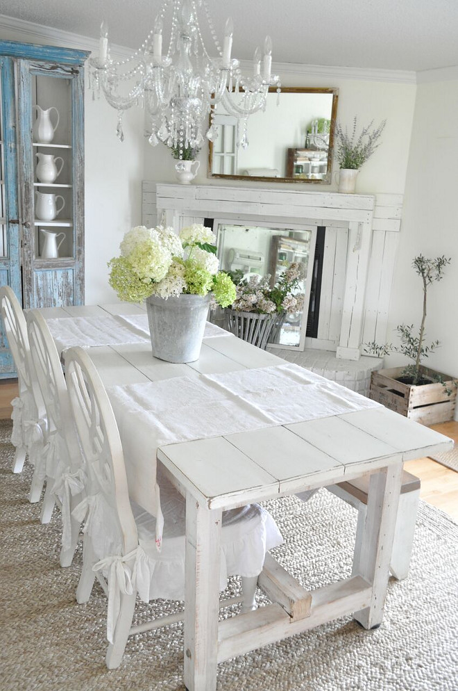 Farmhouse dining room with corner fireplace. Farmhouse dining room with corner fireplace. Farmhouse dining room with corner fireplace #Farmhouse #diningroom #cornerfireplace Home Bunch's Beautiful Homes of Instagram @becky.cunningham.home