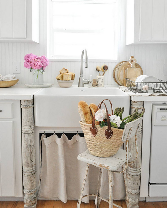 Farmhouse sink faucet. Farmhouse sink faucet. Farmhouse sink faucet. Farmhouse sink faucet #Farmhouse #sink #faucet Home Bunch's Beautiful Homes of Instagram @becky.cunningham.home