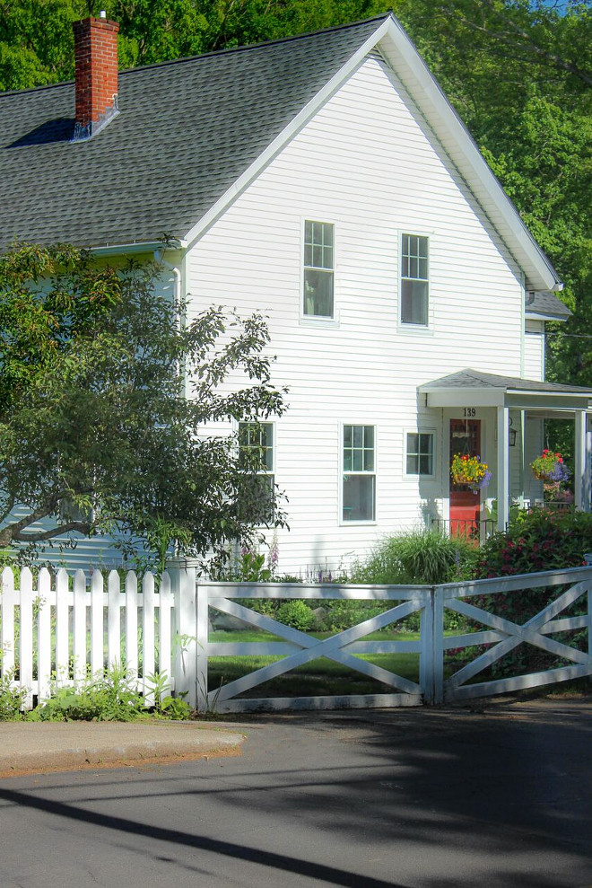 Farmhouse x cross fence and picket fence combination. Farmhouse x cross fence and picket fence combination ideas. Farmhouse x cross fence and picket fence combination #Farmhouse #fence #farmhousefence #xcrossfence #picketfence Home Bunch's Beautiful Homes of Instagram @laura_willowstreetinteriors