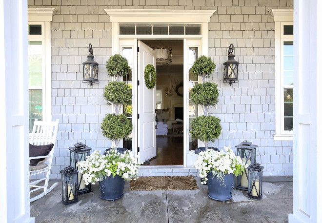 Front Door Planters and Lanterns. Front Door Planters and Lantern decor. Front Door Planters and Lanterns. Front Door Planters and Lanterns. Front Door Planters and Lanterns. Front Door Planters and Lanterns #FrontDoor #Planters #Lanterns Home Bunch's Beautiful Homes of Instagram @cambridgehomecompany