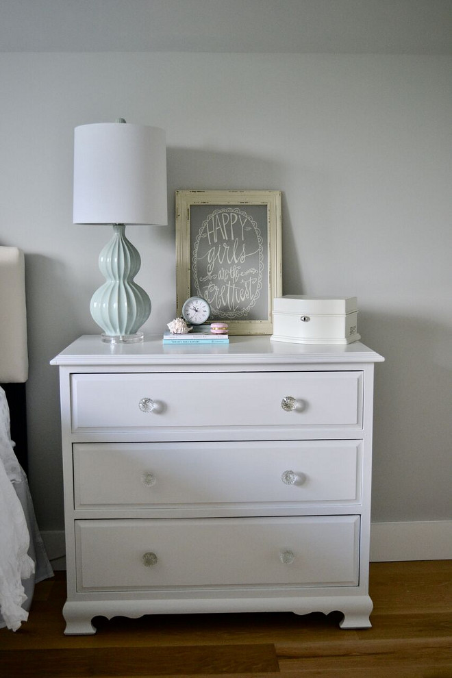 Furniture Painted in Alabaster by Sherwin Williams. White Furniture Paint Color. Furniture Painted in Alabaster by Sherwin Williams #whiteFurniture #whitefurniturepaintcolor #Furniture #AlabasterbySherwinWilliams Home Bunch's Beautiful Homes of Instagram @sweetthreadsco