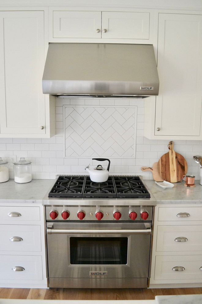 Herrinbone Subway Tile above range. Herrinbone Subway Tile above range. Backsplash is White Subway Tile in Matte Finish. White kitchen Herrinbone Subway Tile above range #HerrinboneSubwayTile #HerrinboneSubwayTileaboverange Home Bunch's Beautiful Homes of Instagram @sweetthreadsco