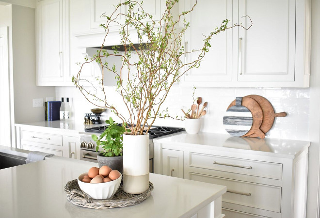 kitchen island decorative accessories nantucket inspired white kitchen design home bunch 5036