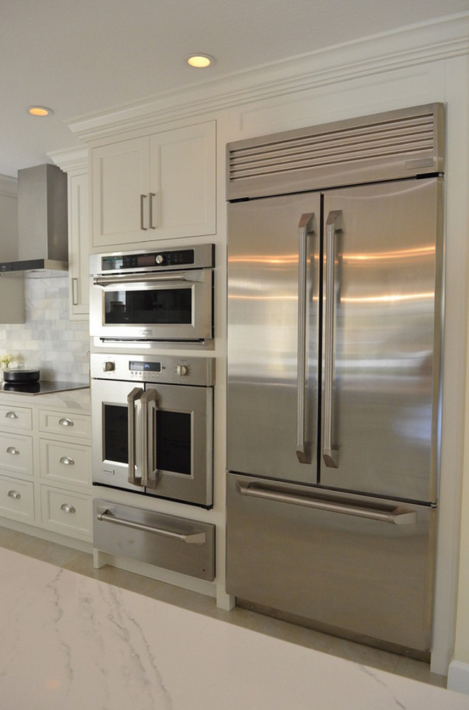 White Kitchen With Driftwood Peninsula Home Bunch Interior Design Ideas