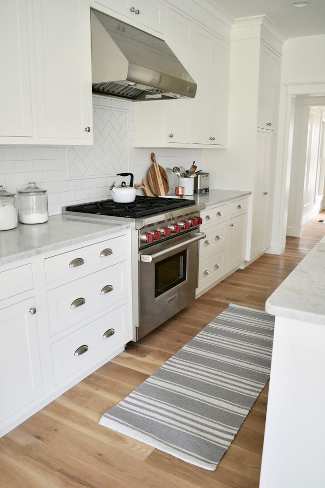 Kitchen Runner. Kitchen Runner. White and grey Kitchen Runner. The kitchen runner is Williams Sonoma. Striped Kitchen Runner #KitchenRunner #kitchen #runner Home Bunch's Beautiful Homes of Instagram @sweetthreadsco