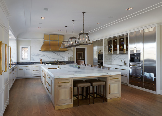 Kitchen with white cabinets and stainless steel cabinets. White and Stainless Steel Cabinet Kitchen Ideas. Kitchen with white cabinets and stainless steel cabinets. Kitchen with white cabinets and stainless steel cabinets. Kitchen with white cabinets and stainless steel cabinets #Kitchen #whitecabinets #stainlesssteelcabinets #stainlesssteelcabinet Vicente Burin Architects
