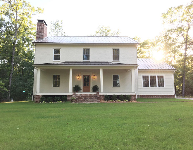 New farmhouse with classic architectural details. The homeowners of this new farmhouse built it themselves. The whole story is shared on Home Bunch Beautiful Homes of Instagram @theclevergoose