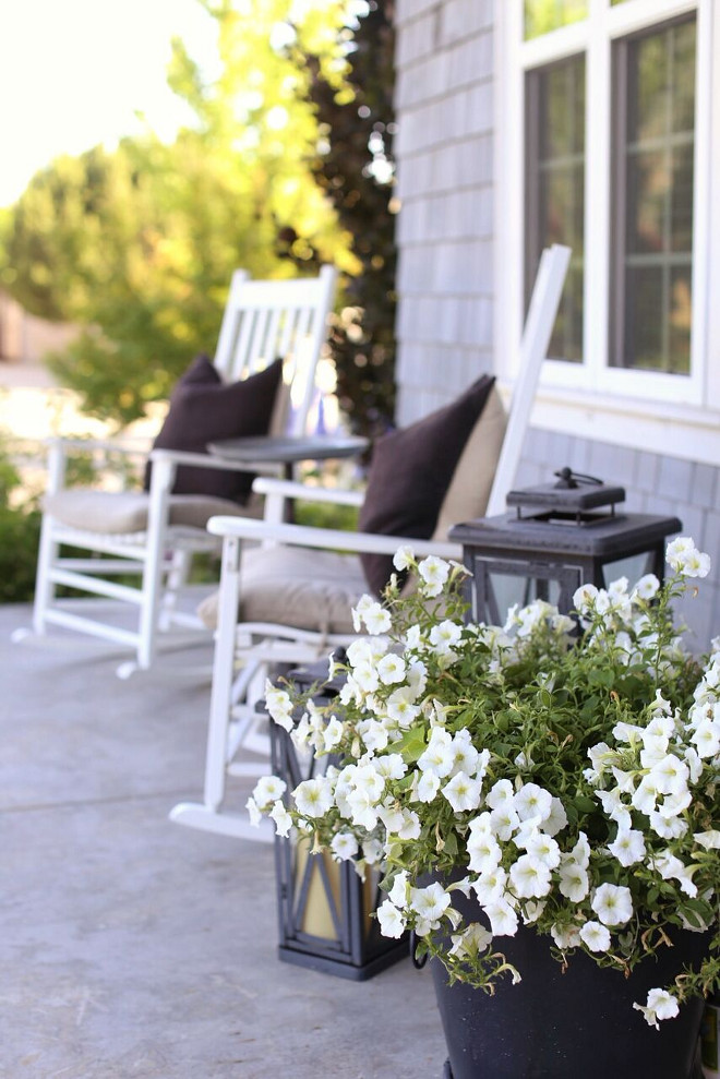 Porch with black planters and white flowers. Black planters and white flowers. Porch with black planters and white flowers #Porch #blackplanters #whiteflowers Home Bunch's Beautiful Homes of Instagram @cambridgehomecompany