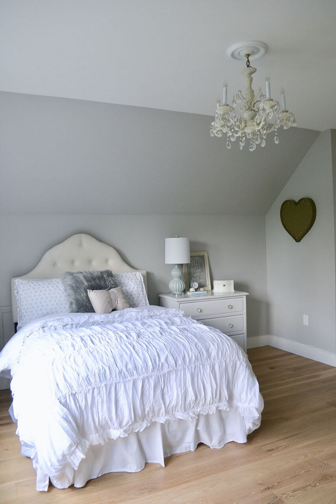 Repose Gray by Sherwin Williams Bedroom. Repose Gray by Sherwin Williams Bedroom Paint Color Repose Gray by Sherwin Williams Bedroom. Repose Gray by Sherwin Williams Bedroom #ReposeGraybySherwinWilliams #Bedroom Home Bunch's Beautiful Homes of Instagram @sweetthreadsco