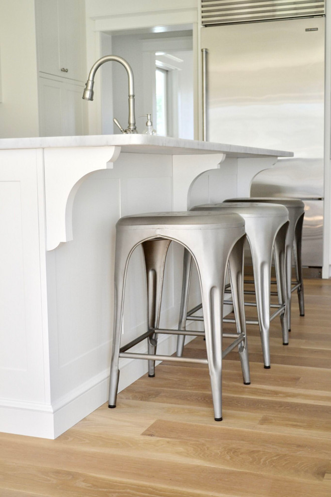 Restoration Hardware Metal Counterstools. Restoration Hardware Metal Counterstools. Restoration Hardware Metal Counterstools. Restoration Hardware Metal Counterstools #RestorationHardware #MetalCounterstools Home Bunch's Beautiful Homes of Instagram @sweetthreadsco