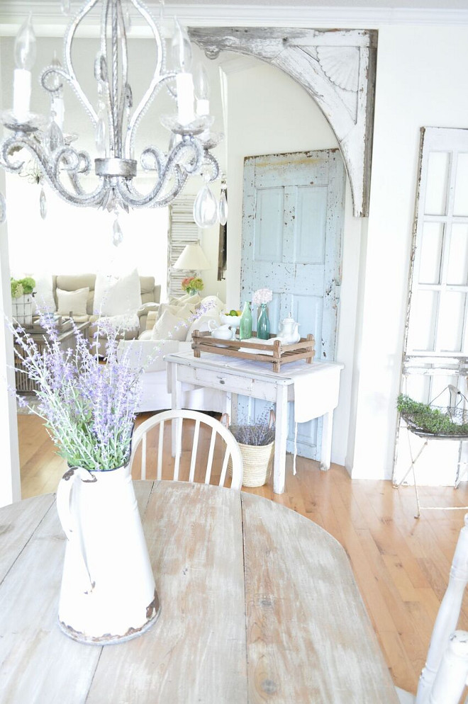 Vintage Farmhouse Interiors. Vintage Farmhouse Interior Ideas. Vintage Farmhouse Interiors #VintageFarmhouseInteriors #VintageFarmhouseInteriorIdeas Home Bunch's Beautiful Homes of Instagram @becky.cunningham.home