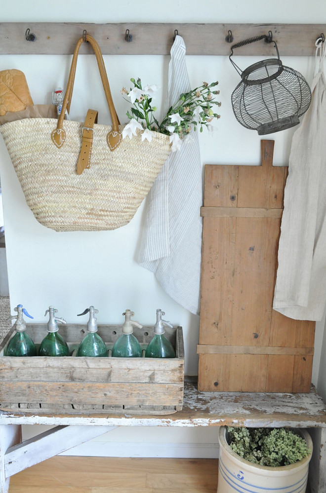 Vintage Farmhouse Mudroom. Vintage Farmhouse Mudroom. I love using French market baskets for storage and gathering flowers in the garden. The hooks above the bench are from an antique shop. Vintage Farmhouse Mudroom. Vintage Farmhouse Mudroom. Vintage Farmhouse Mudroom #VintageFarmhouseMudroom #FarmhouseMudroom #mudroom Home Bunch's Beautiful Homes of Instagram @becky.cunningham.home