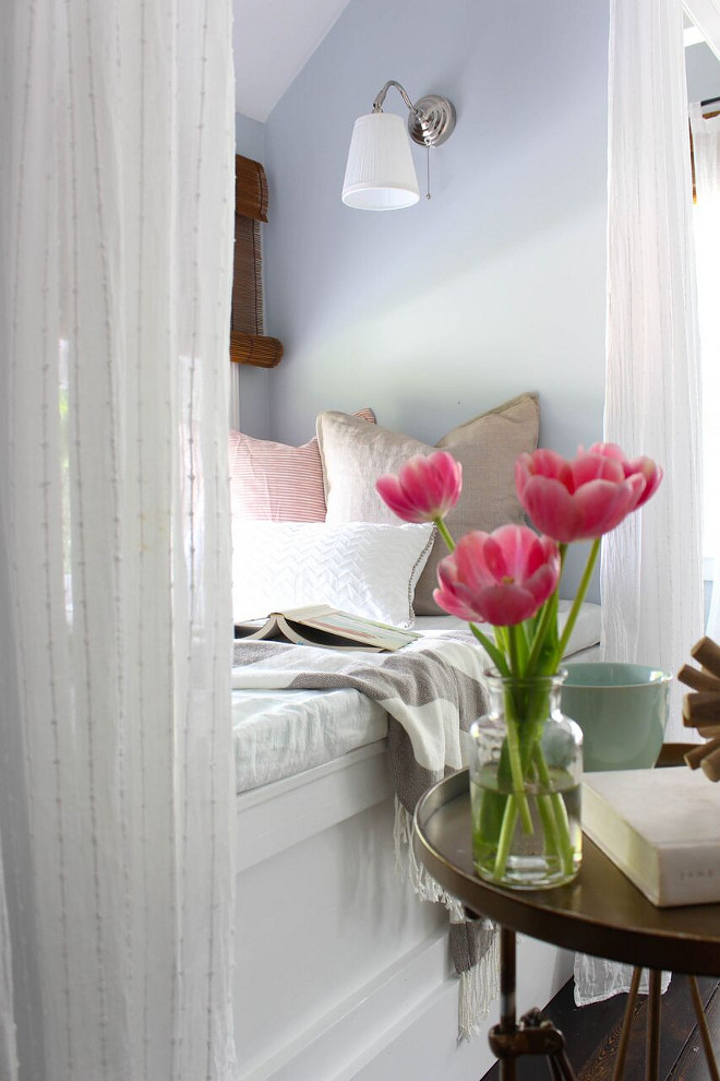 Window Seat Reading Nook. Window Seat Reading Nook. Window Seat Reading Nook. Window Seat Reading Nook #WindowSeat #ReadingNook Home Bunch's Beautiful Homes of Instagram @laura_willowstreetinteriors