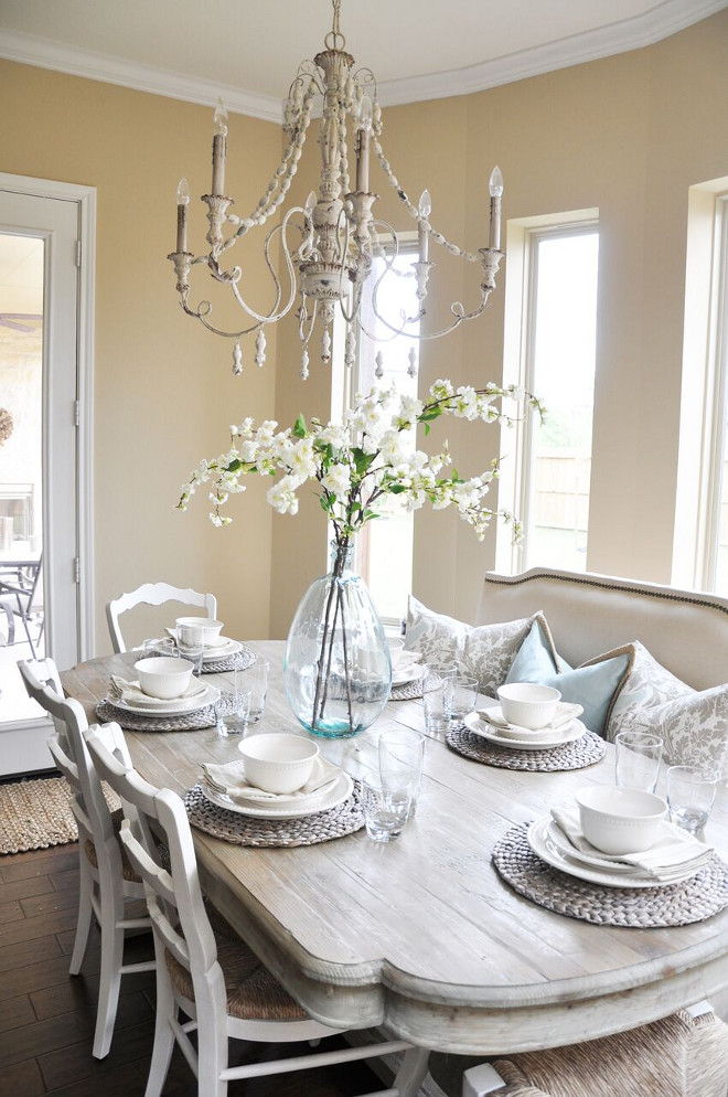 Tan Dining room. Warm and inviting tan dining room. Tan dining room ideas #tandiningroom #tan #diningroom Home Bunch's Beautiful Homes of Instagram @thegracehouse