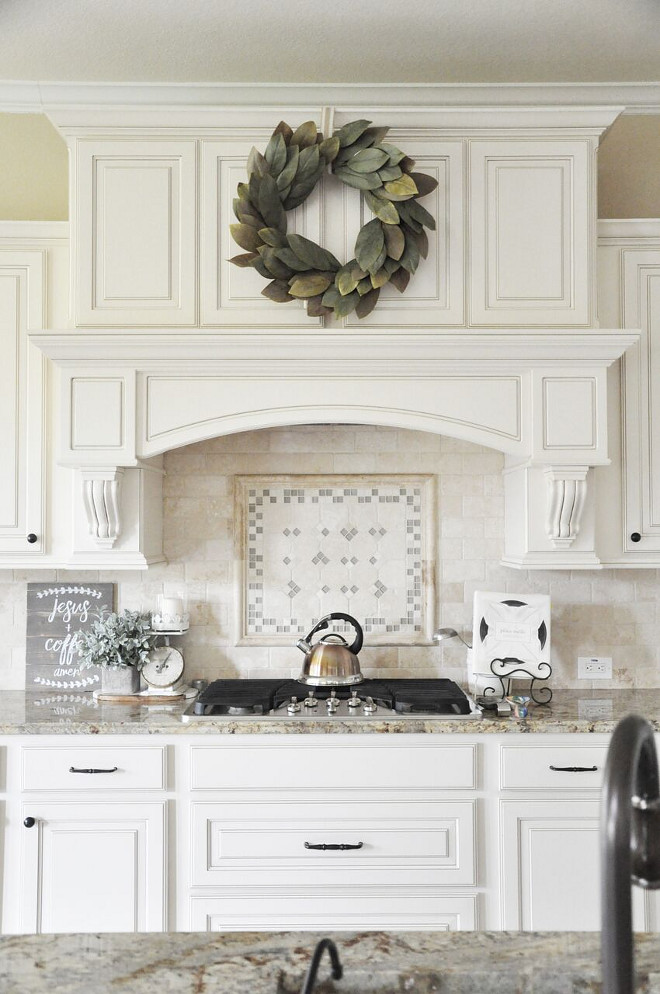 Traditional Kitchen Backsplash. Neutral Traditional Kitchen Backsplash. Traditional Kitchen Backsplash. Traditional Kitchen Backsplash #TraditionalKitchenBacksplash Home Bunch's Beautiful Homes of Instagram @thegracehouse