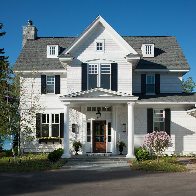 Benjamin Moore Cloud White OC-30 Exterior Paint Color. White exterior Benjamin Moore Exterior Paint Color #Benjaminmoorecloudwhite #exterior #paintcolor Bestbenjaminmoore #paintcolors