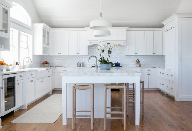 Crisp white kitchen paint color Benjamin Moore Decorator's White. Benjamin Moore Decorator's White. Benjamin Moore Decorator's White #BenjaminMooreDecoratorsWhite Chango & Co.