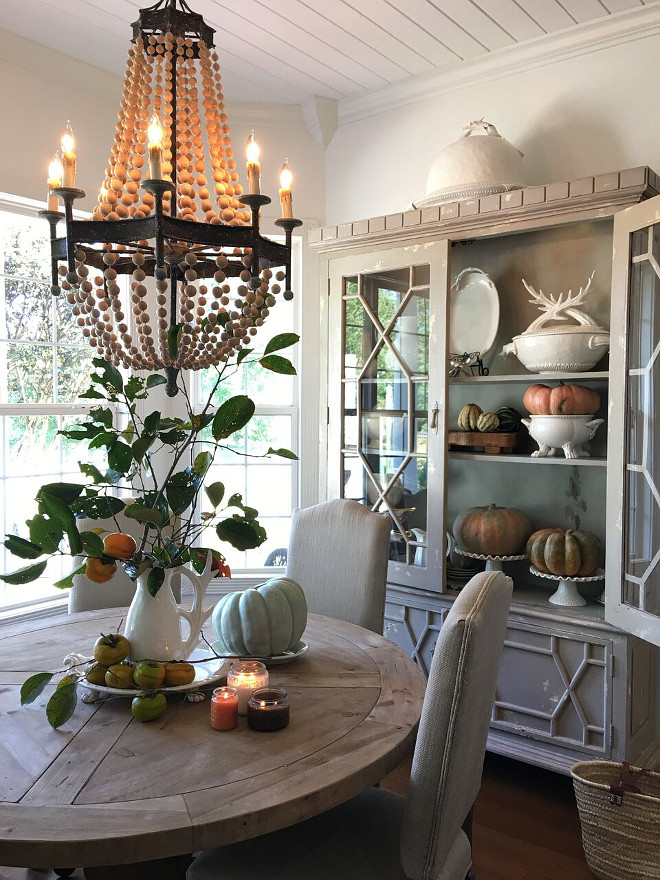 Dining room Fall Decor. Rustic natural and affordable dining room fall decor. Dining room Fall Decor. Dining room Fall Decor. Dining room Fall Decor #DiningroomFallDecor #FallDecor @cindimc.ivoryhome