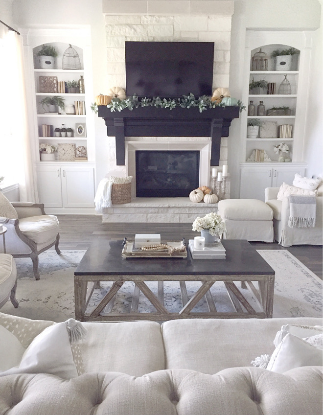 Living room fall decor. Simple and beautiful without being over-the-top living room fall decor ideas. #livingroom #falldecorideas #livingroomfalldecor @mytexashouse