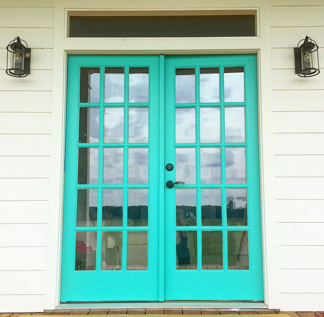 Sherwin Williams SW 6938 Synergy Turquoise door paint color Sherwin Williams SW 6938 Synergy. Sherwin Williams SW 6938 Synergy #SherwinWilliamsSW6938Synergy #turquoisedoor #paintcolor @mygeorgiafarmhouse