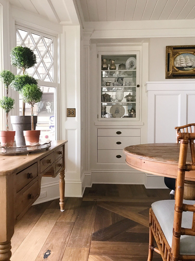 Dining room built-in cabinet. Dining room built-in cabinet. Built in cabinet is filled with antique silver that I collect at antique stores and estate sales. Dining room built-in cabinet. Dining room built-in cabinet #Diningroombuiltincabinet Beautiful Homes of Instagram @SweetShadyLane