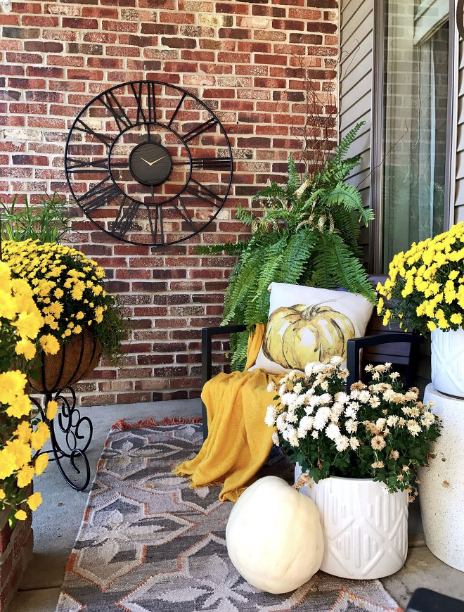 Thanksgiving Porch Decor, Fall Thanksgiving Porch Decor, Thanksgiving Porch Decor, Thanksgiving Porch Decor #ThanksgivingPorchDecor #ThanksgivingDecor #PorchDecor Beautiful Homes of Instagram Home Bunch