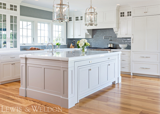 White kitchen with Oak Hardwood Floor Classic White kitchen with Oak Hardwood Floor #Whitekitchen #OakHardwoodFloor