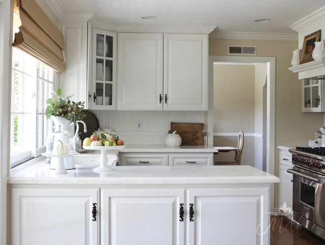 Benjamin Moore Cloud White. Cabinets painted in Benjamin Moore Cloud White. Benjamin Moore Cloud White #BenjaminMooreCloudWhite Beautiful Homes of Instagram @maisondecinq