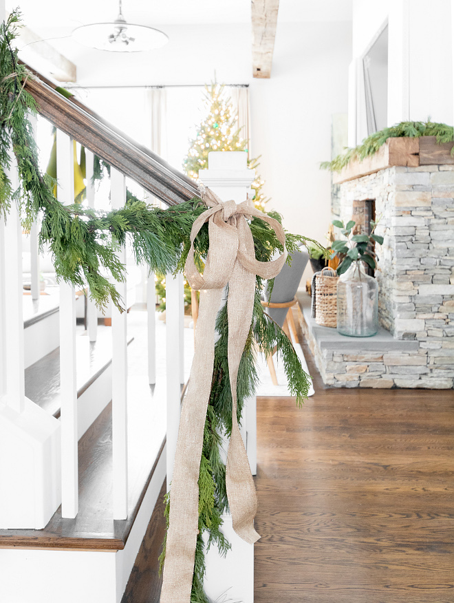 Burlap Christmas Decor DIY Burlap Christmas Decor Burlap Christmas Decor #BurlapChristmasDecor Home Bunch Beautiful Homes of Instagram