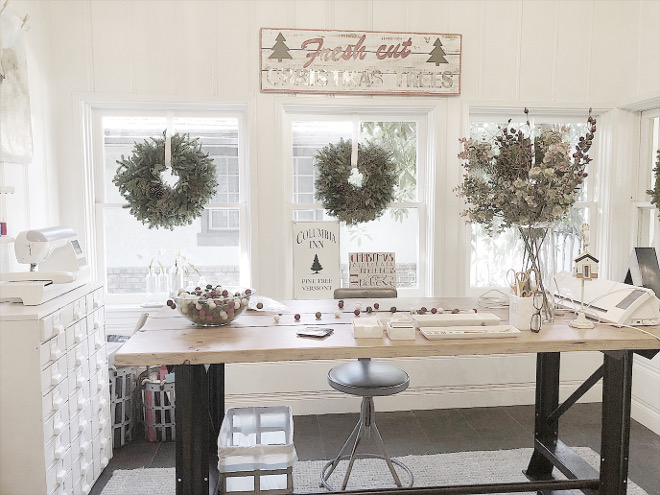 Craft Room Christmas Decor Craft Room Christmas Decor #CraftRoom #ChristmasDecor