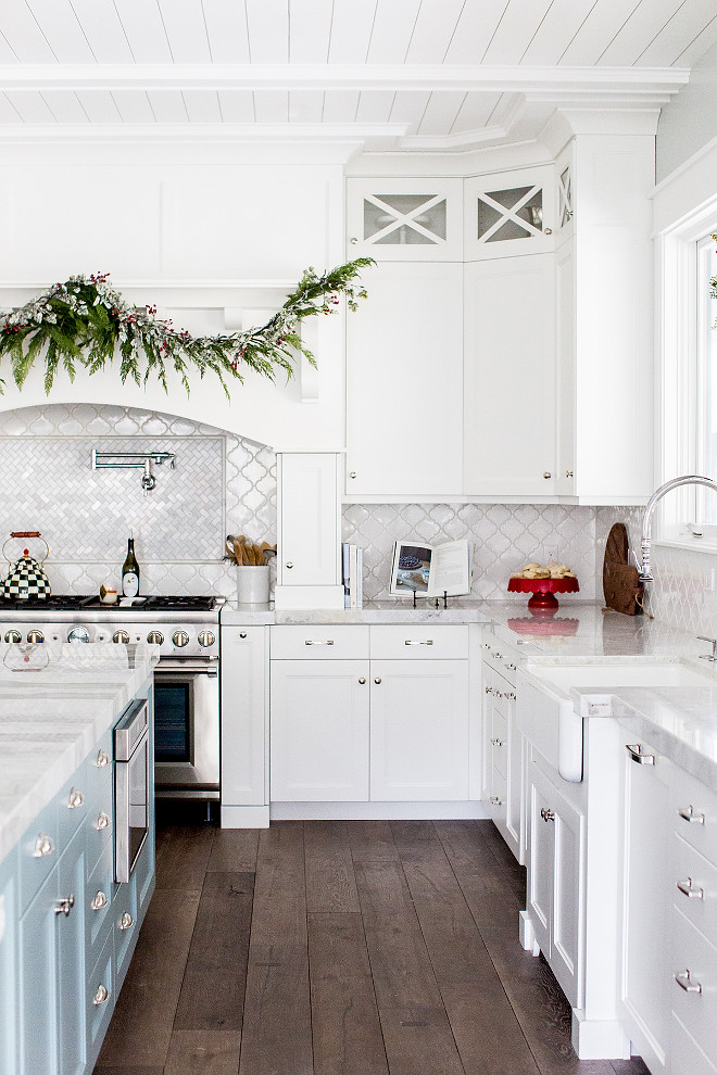 White kitchen Classic white kitchen with arabesque backsplash tile, marble countertop and hardwood floors White kitchen