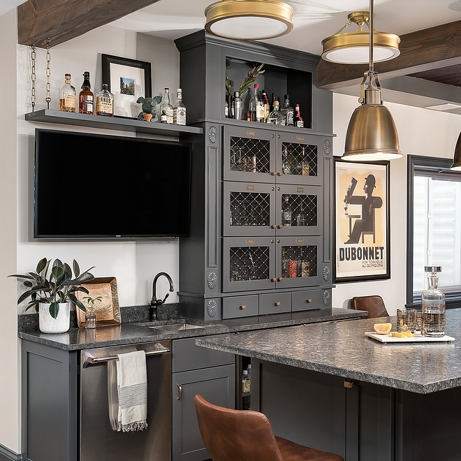Benjamin Moore Owl Gray OC-52 wall paint color with dark grey cabinets source on Home Bunch Benjamin Moore Owl Gray OC-52