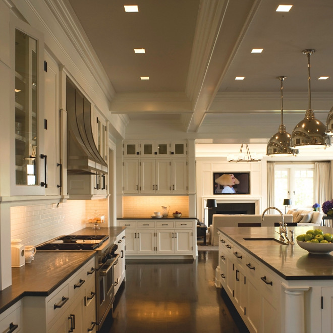 White Dove by Benjamin Moore Kitchen White Dove by Benjamin Moore Kitchen Paint Color #WhiteDovebyBenjaminMoore #Kitchen