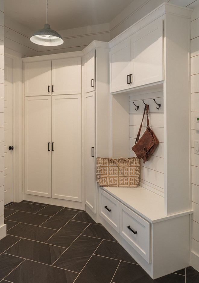 Farmhouse Mudroom with shiplap Farmhouse Mudroom with shiplap Farmhouse Mudroom with shiplap Farmhouse Mudroom with shiplap #FarmhouseMudroom #shiplap #shiplapFarmhouseMudroom #shiplapMudroom