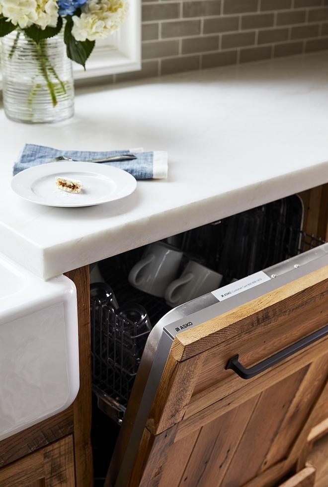 Reclaimed white oak kitchen cabinet Kitchen cabinet is reclaimed white oak with a clear, matte sealant Reclaimed white oak kitchen #Reclaimedwhiteoak #kitchen