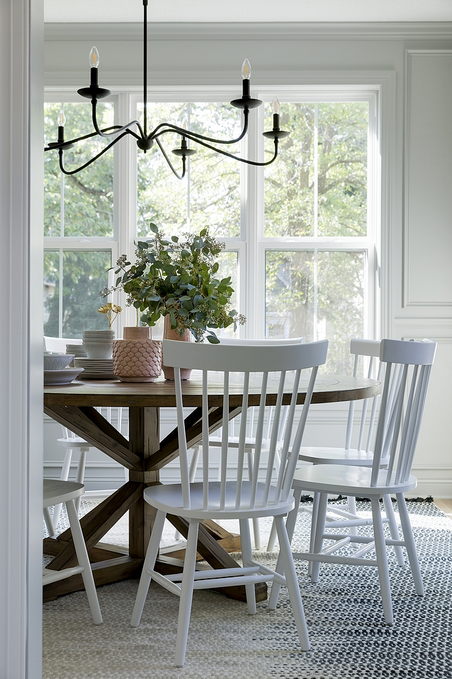 White spindle dining chairs White spindle dining chairs bring a relaxed feel to this dining room #Whitespindle #diningchairs